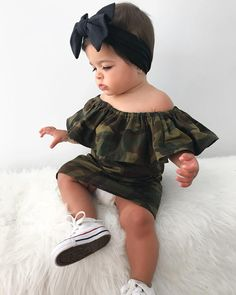 Je suis clairement ta plus grande fan 📸 une paparazzi 😂. Cute Little Girls Outfits, Kids Outfits Girls, Cute Kids Fashion, Little Girl Fashion, Cute Mixed Babies, Cute Babies, Outfits Niños, Cute Baby Pictures, Baby Girl Fashion