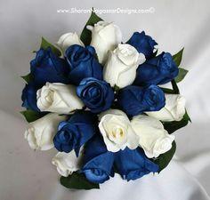 Bkue/white roses