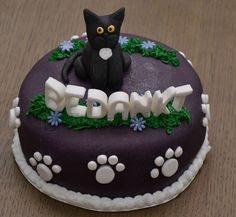 Bedank taart met zwarte poes er op