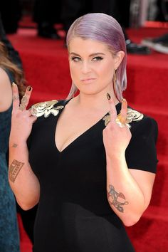 Kelly Osbourne Nails - Golden Globes 2014