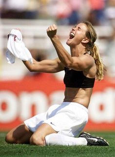 Brandi Chastain, one of the most iconic photos of all time. #thepursuitofprogression #Lufelive #USSoccer #Soccer #WomensSoccer