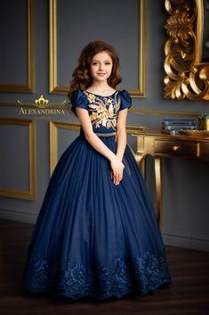 Girls Fancy Dresses, Frocks For Girls, Little Girl Dresses, Nice Dresses, Flower Girl Dresses, Kids Gown, Kids Frocks Design, Frock Design, Pageant Dresses