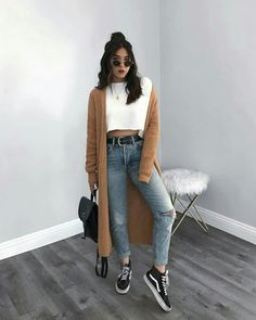 STYLECASTER ripped jeans ripped jeans outfit fall outfit fall fashion falls style How to Wear Ripped Jeans Street Style Inspiration How To Make Ripped Jeans, Ripped Jeans Look, Ripped Jeans Outfit, Denim Pants, Casual Jeans, Outfits With Jeans, Women's Casual, Jeans Style, Teen Fashion Outfits