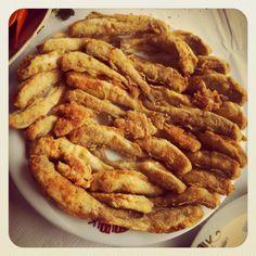 Karadeniz Mezgiti@Amasra,Turkey #food #fish Fish Recipes, Gourmet Recipes, Real Food Recipes, Turkish Kitchen, Turkish Recipes, Bon Appetit, I Foods, Apple Pie, Eat
