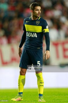 Fernando Gago of Boca Juniors looks on during a match between Estudiantes and Boca Juniors as part of Torneo Primera Division 2016/17 at Ciudad de La Plata Stadium on May 06, 2017 in La Plata, Argentina.