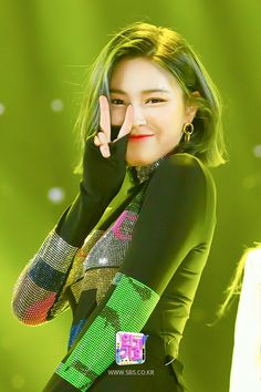 200322 ITZY at Inkigayo (SBS Website Update) Ryujin in a glowing green - she must have The Hulk tenancies. Kpop Girl Groups, Korean Girl Groups, Kpop Girls, Soyeon, Stage Outfits, Poses, K Pop, South Korean Girls, Girl Crushes
