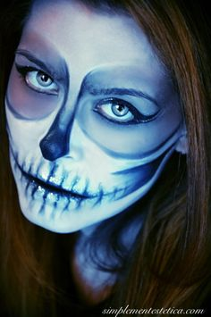 TRICK OR TREAT: HALLOWEEN NIGHT  #halloween #halloweenmakeup #halloweenparty #halloweennight #party #makeup #lanottedellestreghe #outfit #picoftheday #shooting #photo #photoshoot #simplementestetica #milan #trucco #totalblack #look #looks #teschio #scheletro #sketon #skull Happy Halloween