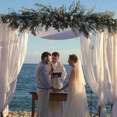 ❥Um ano com muitas bençãos e muita luz 🙏🏼❤️☀️❥ By Paula Rauch  ____________________________________ #assessoriadeeventos#cerimonialista#weedingplanner#destinationwedding #casarnapraia #cerimonianapraia #beachwedding #praia#casanapraia2016#instapictures #assessorianapraia#casamentonapraia #wedding o#noiva2018#vestidodenoiva#noivas2017#voucasar  #beachwedding#DigaSimaAssessoria#paularauchcasamentonapraia