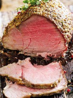 Il Roast-beef aromatico in crosta di pepe è un secondo davvero appetitoso, un vero e proprio must della buona cucina. Squisito e leggero.