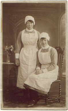 Two young housemaids, circa 1900 Vintage Photographs, Vintage Photos, Victorian Maid, Staff Uniforms, Maid Uniform, Victorian Costume, Strange Photos, Maid Dress, Old London