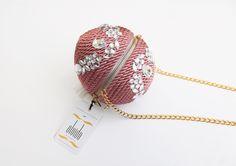 ● Bolso de fiesta hecho en cordón de seda | Modelo Bombón rosa pastel con pedrería | Diseños OLVIDO MADRID | www.olvidomadrid.es