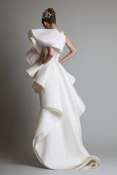 Closure, Krikor Jabotian's latest bridal couture collection, is not for the faint-hearted or shy bride. Meant to stand out amongst the sea of wedding gowns, brides can expect gowns that. Collection Couture, Bridal Collection, Summer Collection, Style Couture, Couture Fashion, Bridal Gowns, Wedding Gowns, Wedding Ceremony, 3d Mode