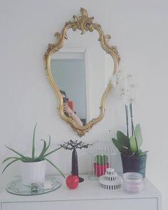 Sweet home  #miroir#bedroom#miroirohmiroirquiestlaplusbelle#baroque#ancien by elise_solis