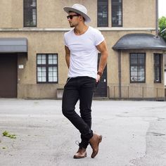 How to wear brown leather casual boots in summer for men looks Men With Street Style, Street Style Summer, Men Looks, Casual Boots, Men Casual, Casual Menswear, Mode Swag, Mode Cool, Look Man