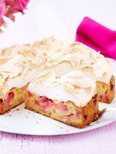 Rhubarb cake with meringue topping Recipe DELICIOUS - Rhabarber Rezepte Easy Cookie Recipes, Baking Recipes, Cake Recipes, Dessert Recipes, Meringue Topping Recipe, Food Cakes, Cupcake Cakes, No Bake Desserts, Delicious Desserts