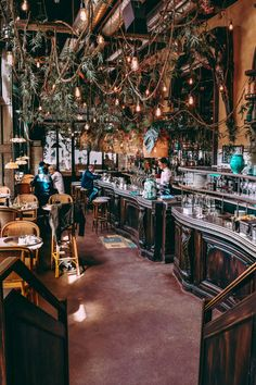 There is no shortage of unique and stunning cafés in Paris. Here's SVADORE's list of the coolest, most beautiful, and best cafes in Paris. Montmartre Paris, Paris Cafe, Best Cafes In Paris, New Paris, Paris Coffee Shop, Jazz Cafe, Blue Cafe, Dream Dates, Paris At Night