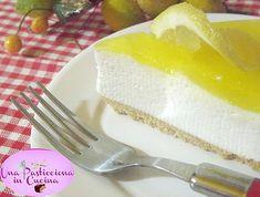 La torta fredda al limone, chiamata anche cheesecake, è una ricetta dolce davvero golosa e rinfrescante, che non prevede la cottura in forno .