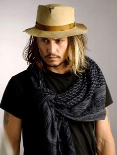 Celebrities Sky Johnny Depp im obsessed with this man holy! Even with a holey hat he is still amazing! Gorgeous Men, Beautiful People, Here's Johnny, Johny Depp, Looks Black, Tim Burton, Hippie Chic, Hippie Men, Mode Style