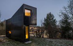 Hytte i Oslo av Jarmund Vigsnaes, foto Jonas Adolfsen – http://www.tidningentra.se/notiser/skrivstuga-med-havslangtan #arkitekttur i #trä