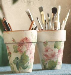shabby chic roses flowerpots - inexpensive flowerpots with decoupaged roses (paper napkins)