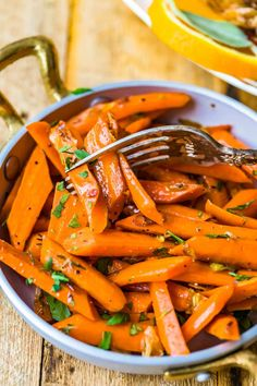 Easy Vegetable Side Dishes, Vegetable Sides, Thyme Recipes, New Recipes, Carrots Side Dish, Sauteed Carrots, Weeknight Meals, Side Dish Recipes, Food Dishes