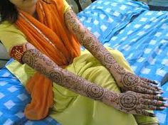"Shadi Ke Liye Razi Karne Ka Wazifa ,"" Insaan ki had se barhti khawahishat keh jin ki takmeel ke liye halaal aur haraam ki tameez ko balay-e-taaq rakh dena is musibat ki bunyadi wajah hai. Is ke ilawa Allah ki Mehndi Designs For Girls, Eid Mehndi Designs, Stylish Mehndi Designs, Dua For Love, Mehndi Style, Husband Love, Love And Marriage, Leg Warmers, Indian"