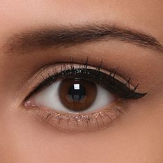 Delineated, smoky, colors, shapes and techniques to make up your eyes every time We propose ten eye makeup looks for different tastes and. Doe Eye Makeup, Dramatic Eye Makeup, Diy Makeup, Makeup Tips, Beauty Makeup, Makeup Ideas, Diy Tattoo, Trait Eye Liner, Smoky Eyes