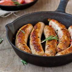 Bratwurst selber machen ist ganz einfach - mit unseren Rezepten für Currywurst, Entenwurst, scharfe Lammwurst und Thüringer Bratwurst.