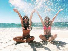 Beach, summer, and friends image beach pics, sister beach pictures, t Sister Beach Pictures, Tumblr Beach Pictures, Sand Pictures, Winter Pictures, Bff Pictures, Best Friend Pictures, Vintage Pictures, Photos Bff, Videos Photos