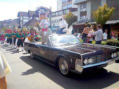 Desfile de Páscoa, na Av. Borges de Medeiros. Foto: Lúcia Bischoff. #chocofest #gramadors #pascoa #coelhodapascoa
