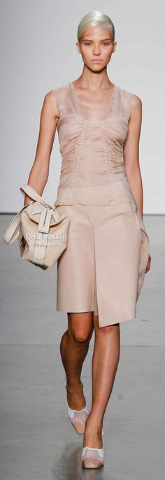 Reed Krakoff Spring 2014 is filled with lightweight layering, asymmetrical hemlines & silky dresses,& pants. Diva Fashion, Runway Fashion, Womens Fashion, Fashion Design, Spring 2014, Spring Summer Fashion, Reed Krakoff, Silky Dress, 2016 Trends
