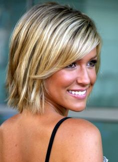 short hairdo for straight fine hair. Makes it tempting to cut my hair. Short Hairstyles For Thick Hair, Thin Hair Haircuts, Medium Short Hair, Cool Haircuts, Cool Hairstyles, Layered Haircuts, Blonde Hairstyles, Hairstyles 2016, Hairstyle Ideas