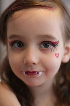 11 Halloween Costume Ideas for Kids - Make Eerie Costumes 11 Halloween Costume Ideas for Kids – DIY Vampire Costume Make Up Face Painting Cute Halloween Makeup, Halloween Make Up, Halloween Crafts, Halloween Facepaint Kids, Kids Halloween Face Paint, Halloween Painting, Monster High Birthday, Monster High Party, Monster High Makeup