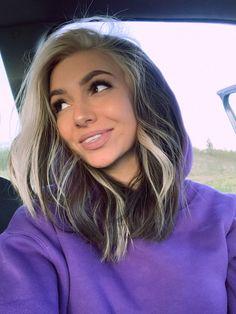 Hair Color Streaks, Hair Dye Colors, Hair Highlights, Two Color Hair, Chunky Highlights, Blonde Streaks, Hair Color Underneath, Split Dyed Hair, Dye My Hair