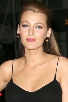 The actress Blake Lively totally cements her status as our ultimate fashion crush as she promotes The Age Of Adaline in everything from pastel purple trousers to a head-turning combo by Roksanda Ilincic. Blake And Ryan, Blake Lively Ryan Reynolds, Celebrity Beauty, Celebrity Photos, Blake Lively Style, Gossip Girl, Most Beautiful Women, Girl Crushes, My Idol