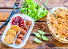 Фрикадельки по-шведски, картофельные шарики с мясной начинкой, запеченный картофель с анчоусами и сливками (шведская кухня)