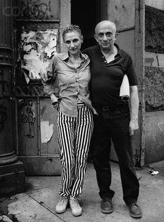 Una pareja emblemática dentro del arte del siglo XX:  Nancy Spero (1926-2009) y  Leon Golub (1922-2004) entendieron su obra como lucha, como espacio destinado a alzar la voz y trasladar a otras esferas ideas combativas de cambio, un cambio en pos de la igualdad (sexual, social, racial, política) y de la libertad. Entendieron el arte como obligada plataforma para la denuncia de los abusos políticos, sociales y sexuales asociados al poder en la era contemporánea.