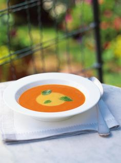 Two-Colour Cream of Roasted Bell Pepper Soup Bell Pepper Soup, Stuffed Pepper Soup, Stuffed Peppers, Best Soup Recipes, Healthy Soup Recipes, Chinese Noodle Soup Recipe, Crock Pot Tortellini, Cabbage Diet, Slow Cooker Chicken Healthy