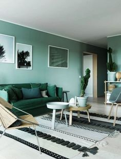 salón con pared verde