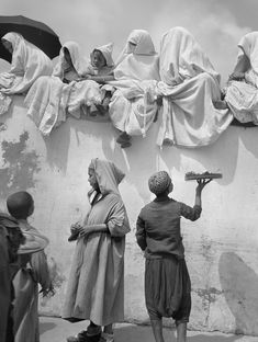 Nicolás Muller - Fête du Mouloud I – Al Mawlid I (Mouloud festival I), Tangier, Morocco, 1942 © Nicolás Muller via Art Blart Old Pictures, Old Photos, Vintage Photos, Image Allah, Photo B, Life Photo, North Africa, Historical Photos, White Photography