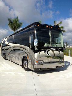 2003 Prevost Prevost Coach, Prevost Bus, Bus Rv Conversion, Motorhome Travels, Luxury Motorhomes, Luxury Bus, Busses, Coaching, Vans