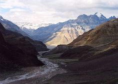 Duncan Sprott, Road going east from Kunzum La to Spiti Karakorum Highway, Gilgit Baltistan, Flat Earth, Simply Beautiful, Pakistan, Mount Everest, The Good Place, Landscapes, Mountains