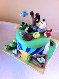 Angry+Birds+Birthday+Cake | Angry Birds Birthday Cake with slingshot and rubble on the pigs