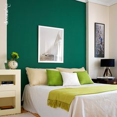There are thousands of ideas to have a different and creative headboard. Today we propose two very simple, based on paint or paper. Bedroom Colors, Bedroom Decor, Bedroom Ideas, Hawaiian Decor, Suites, Headboards For Beds, Ideal Home, House Colors, Home Decor