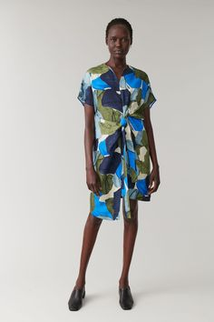 PRINTED LINEN-MIX DRESS - multicoloured - Dresses - COS NL Dresses For Work, Summer Dresses, Printed Linen, Models, Acrylic Colors, Abstract Print, Designer, What To Wear, Women Wear