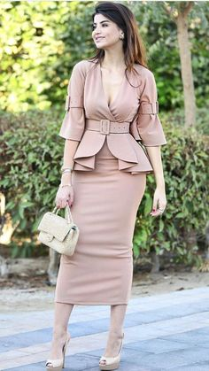 Forever in Style - Beauty and Fashion through the centuries Stylish Work Outfits, Stylish Dresses, Classy Outfits, Stylish Outfits, Elegant Dresses For Women, Pretty Dresses, Elegant Outfit, Classy Dress, Dress Outfits