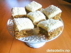 Dette er en litt annerledes, men fenomenalt god gulrotkake!!! Kaken inneholder gulrot, kokos, valnøtter, forskjellig type krydder og yoghurt. Kaken er dekket med et tykt lag deilig ostekrem og har et lite kokosdryss til pynt. Oppskriften er til liten langpanne, men kan med letthet dobles til stor langpanne. Anbefales på det sterkeste! Baking And Pastry, Snacks, Food And Drink, Treats, Finger Foods, Finger Food, Appetizers