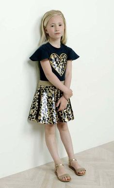 DRESS TO IMPRESS! Met dit super fijne printje en een tintje glitter & glamour is dit jurkje zeker geschikt voor het kerstdiner! #trend #jurk #meisje #kinderkleding #merk #fashion #kids #look #outfit #inspiratie #girlslook #leopard Summer Work Outfits, Spring Outfits, Summer Dresses, New York Fashion, Runway Fashion, Suits For Women, Clothes For Women, Curvy Outfits, Party Looks