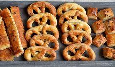 Romanian Food, Romanian Recipes, Good Food, Yummy Food, Pastry Cake, Onion Rings, International Recipes, Bagel, Sausage