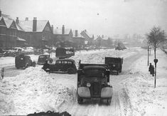 Cars and trucks struggle through the snow along Warwick Avenue, Derby, in January 1940 Warwick Avenue, History Photos, My Town, Ice Hockey, Derby, Monochrome, Nostalgia, January, England